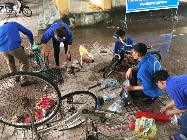 Đoàn thanh niên Hà Tĩnh 'biến' phế liệu thành xe đạp tặng học sinh nghèo ảnh 2