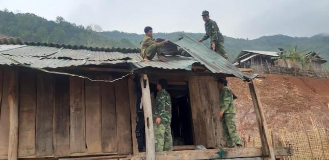Mưa đá kèm lốc xoáy tàn phá hàng chục ngôi nhà ở miền núi Nghệ An ảnh 2