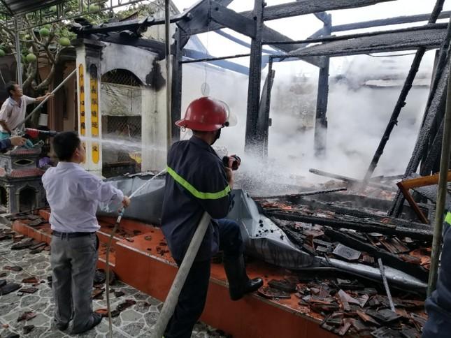 'Bà hỏa' thiêu rụi nhà thờ họ 12 đời ở Nghệ An ảnh 1