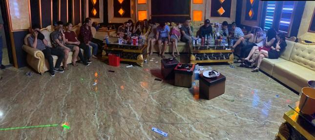 Gần 80 dân chơi 'mở tiệc' ma túy trong quán karaoke giữa mùa dịch COVID-19 ảnh 1