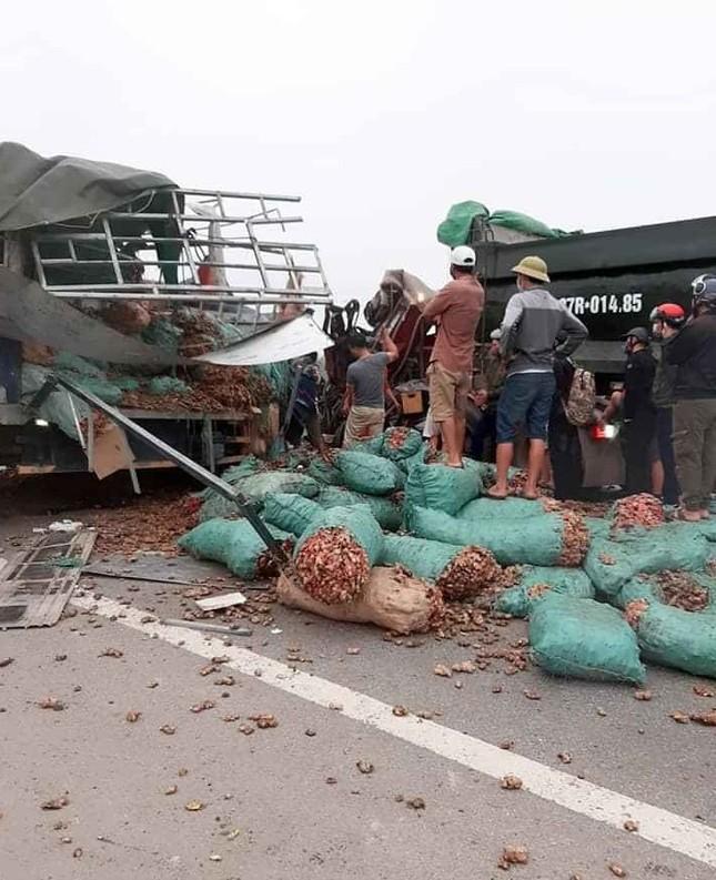 Nghệ An: Xe tải đấu đầu, 2 người tử vong ảnh 1
