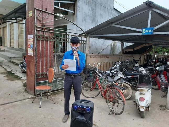 Thanh niên tình nguyện 'cõng loa' đến từng thôn xóm tuyên truyền phòng COVID-19 ảnh 5