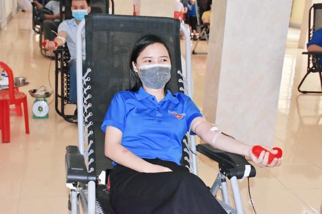 Thanh niên Hà Tĩnh 'hiến máu an toàn, không ngại Covid' ảnh 2