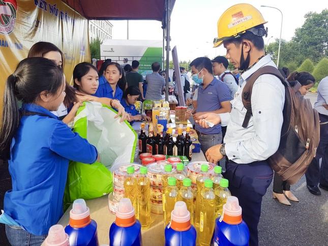 'Gian hàng 0 đồng' ấm lòng thanh niên công nhân ở Hà Tĩnh ảnh 3