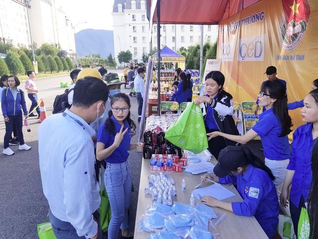 'Gian hàng 0 đồng' ấm lòng thanh niên công nhân ở Hà Tĩnh ảnh 2