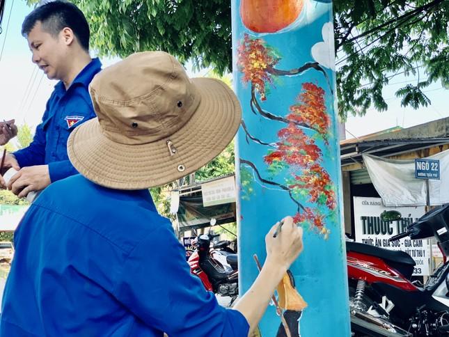 Cột điện 'nở hoa' giữa phố núi Hà Tĩnh ảnh 12