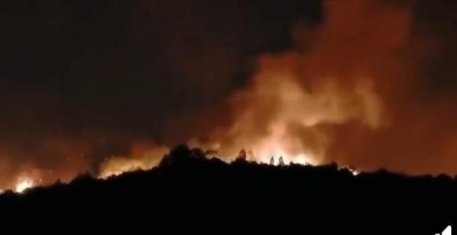 Hàng nghìn người trắng đêm dập lửa cứu rừng Nghệ An, Hà Tĩnh ảnh 9