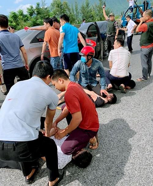 Nổ súng vây bắt nhóm đối tượng vận chuyển ma túy trên xe ô tô ảnh 2
