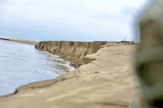 Đê chắn sóng 300 tỷ ở Hà Tĩnh sạt lở, đứt gãy sau bão số 5 ảnh 9