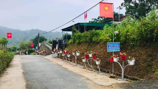 Thanh niên Hà Tĩnh làm đường hoa chào mừng Đại hội Đảng bộ tỉnh ảnh 3