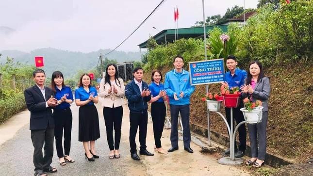 Thanh niên Hà Tĩnh làm đường hoa chào mừng Đại hội Đảng bộ tỉnh ảnh 1