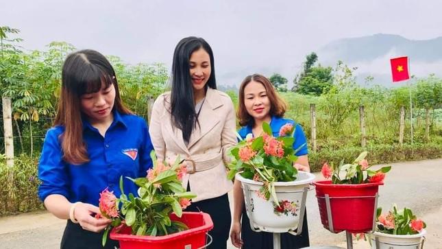 Thanh niên Hà Tĩnh làm đường hoa chào mừng Đại hội Đảng bộ tỉnh ảnh 4