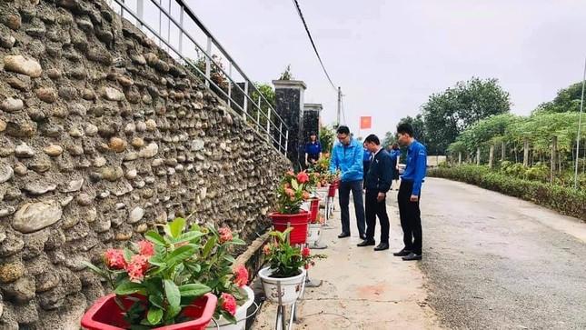 Thanh niên Hà Tĩnh làm đường hoa chào mừng Đại hội Đảng bộ tỉnh ảnh 5