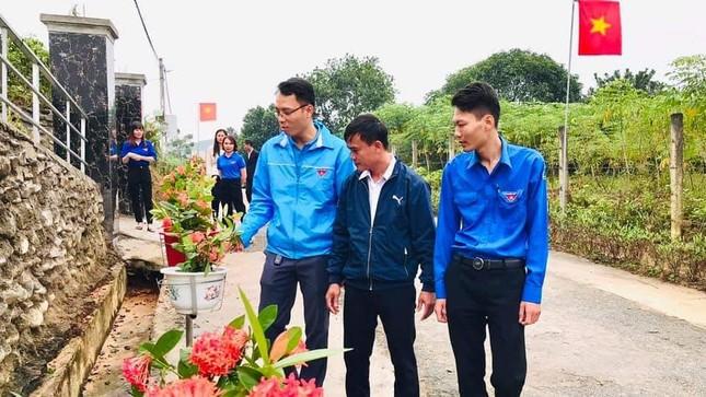 Thanh niên Hà Tĩnh làm đường hoa chào mừng Đại hội Đảng bộ tỉnh ảnh 6