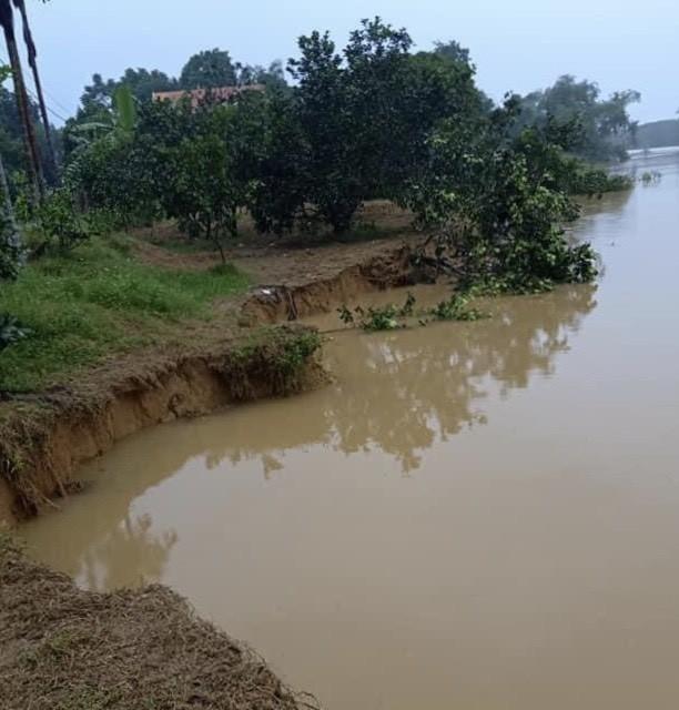 Mưa lớn gây sạt lở, nhiều tuyến đường ở Hà Tĩnh - Nghệ An bị chia cắt ảnh 6