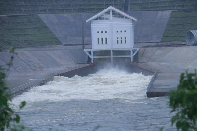 Mưa lớn dồn dập, thủy điện đồng loạt xả lũ, Hà Tĩnh ra công điện khẩn ảnh 2