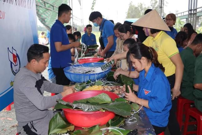 Thanh niên Hà Tĩnh, Nghệ An nấu bánh chưng, hỗ trợ bà con vùng lũ ảnh 6