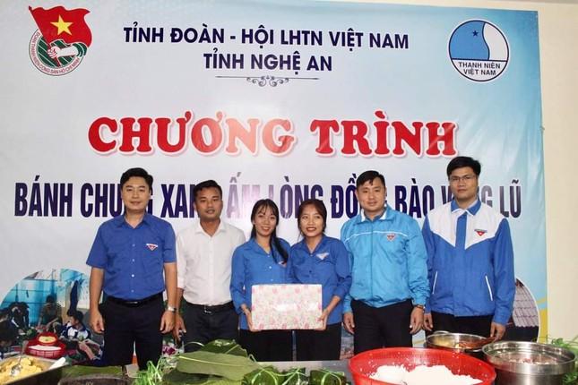 Thanh niên Hà Tĩnh, Nghệ An nấu bánh chưng, hỗ trợ bà con vùng lũ ảnh 7