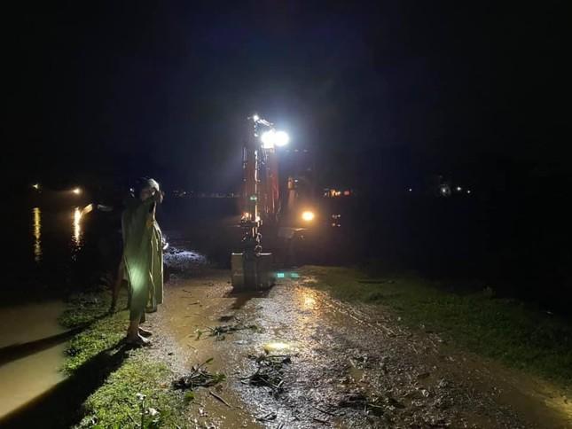 Hà Tĩnh nước vây tứ bề, người dân vội vã ôm đồ chạy lụt ảnh 12