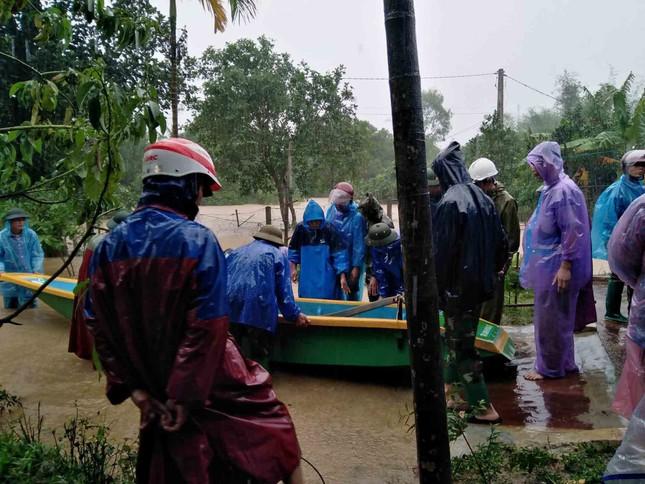 Sạt lở núi, di dời khẩn cấp hơn 300 người dân ảnh 5