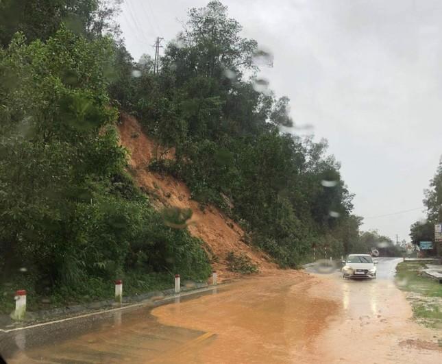 Quốc lộ 1A đoạn qua Hà Tĩnh ngập sâu, cấm tất cả phương tiện đi lại ảnh 3