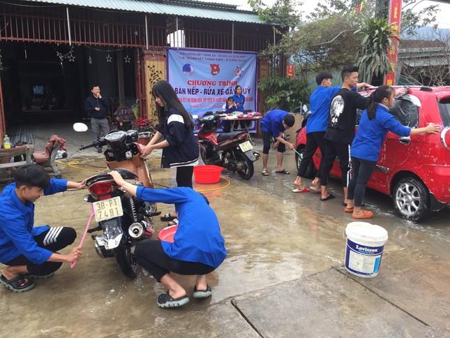 Tuổi trẻ Hà Tĩnh rửa xe, bán gạo gây quỹ hưởng ứng Tết vì người nghèo ảnh 5