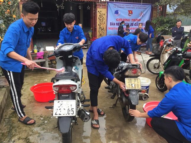 Tuổi trẻ Hà Tĩnh rửa xe, bán gạo gây quỹ hưởng ứng Tết vì người nghèo ảnh 1