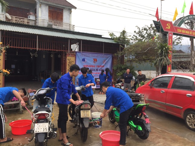 Tuổi trẻ Hà Tĩnh rửa xe, bán gạo gây quỹ hưởng ứng Tết vì người nghèo ảnh 3
