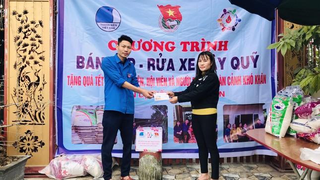 Tuổi trẻ Hà Tĩnh rửa xe, bán gạo gây quỹ hưởng ứng Tết vì người nghèo ảnh 6