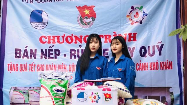 Tuổi trẻ Hà Tĩnh rửa xe, bán gạo gây quỹ hưởng ứng Tết vì người nghèo ảnh 2