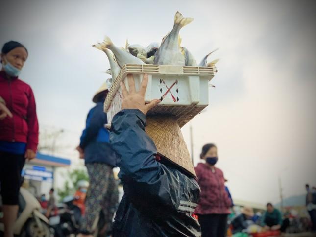 Vươn khơi đầu năm, ngư dân phấn khởi trúng đậm tôm, cá ảnh 11