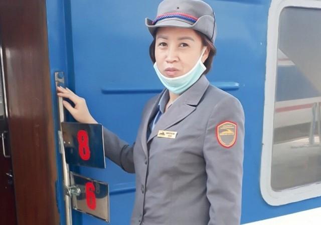 Nữ nhân viên đường sắt trả lại hàng chục triệu đồng cho người đánh rơi ảnh 1
