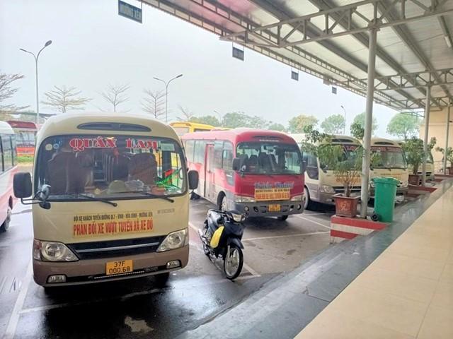 Nghệ An: Hàng loạt xe khách 'bãi bến' phản đối xe dù vượt tuyến ảnh 1