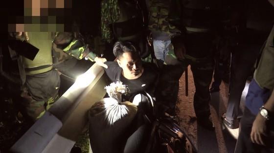 Nam thanh niên dùng xe máy chở cả bao tải ma túy đi giao ảnh 1