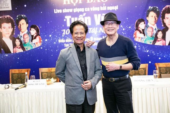 Tuấn Vũ, Chế Linh ngẫu hứng hát ở Hà Nội ảnh 1