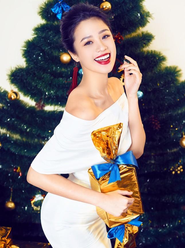 Người đẹp Biển Nguyễn Hoàng Bảo Châu tung ảnh Noel rực rỡ ảnh 2