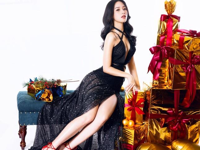 Người đẹp Biển Nguyễn Hoàng Bảo Châu tung ảnh Noel rực rỡ ảnh 3