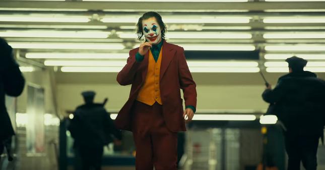 Những điều nên biết trước khi xem phim hề Joker cực kỳ ám ảnh, đẫm máu ảnh 1