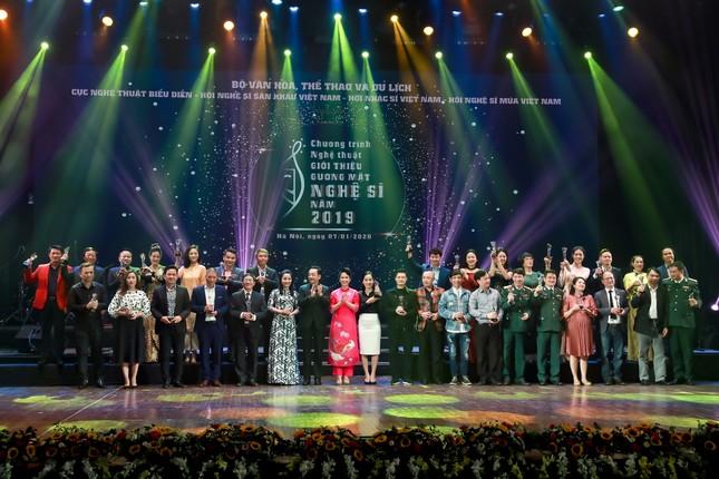 Công Lý, Xuân Bắc, Thu Quỳnh rạng rỡ trong đêm tôn vinh hơn 200 nghệ sỹ ảnh 2