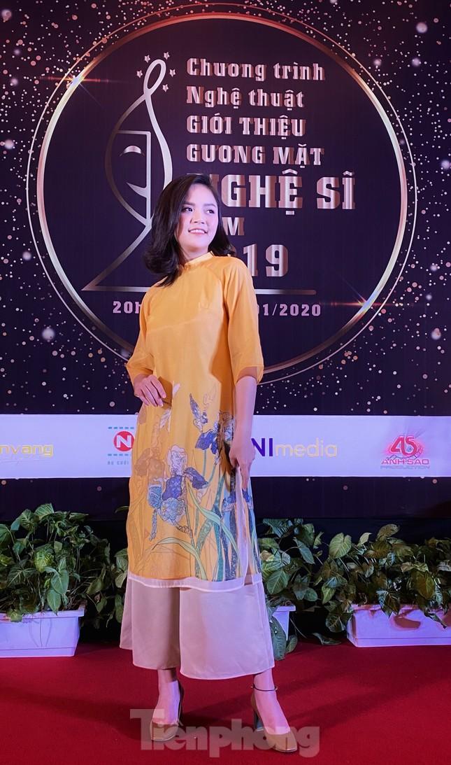 Công Lý, Xuân Bắc, Thu Quỳnh rạng rỡ trong đêm tôn vinh hơn 200 nghệ sỹ ảnh 5