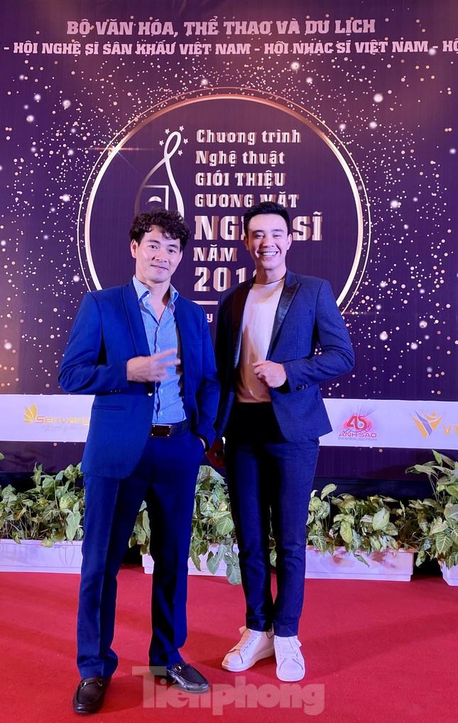 Công Lý, Xuân Bắc, Thu Quỳnh rạng rỡ trong đêm tôn vinh hơn 200 nghệ sỹ ảnh 3