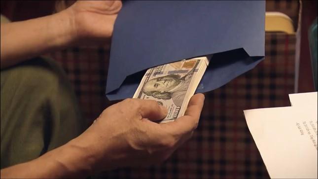 Sinh tử tập 75: Thông mắng cấp dưới té tát, Chủ tịch tỉnh nhận được quà và đô la ảnh 3
