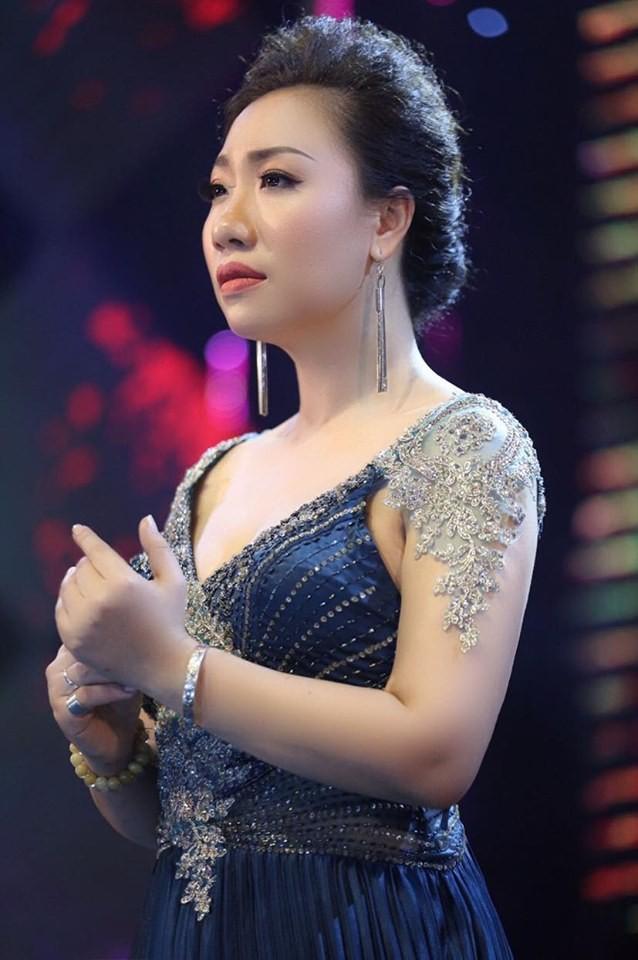 Sao mai Hiền Anh hát 'Cùng chống giặc Corona' tri ân chiến sĩ áo trắng ảnh 2