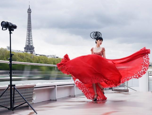 Siêu mẫu quốc tế Jessica Minh Anh bất ngờ đóng phim hành động về đề tài ấu dâm ảnh 1