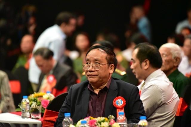 Trần Đăng Khoa tiết lộ về tập thơ đầu tay tặng Bác Hồ ảnh 2