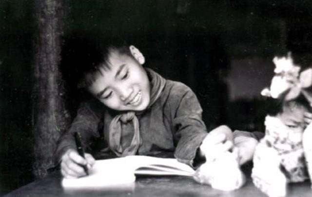 Trần Đăng Khoa tiết lộ về tập thơ đầu tay tặng Bác Hồ ảnh 1