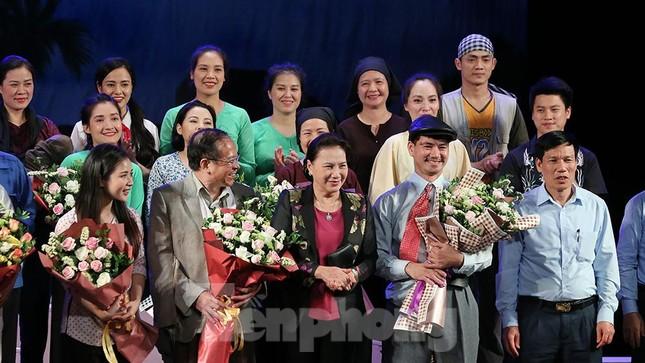 Khán giả chật kín xem 'Bệnh sĩ' của Lưu Quang Vũ ảnh 1