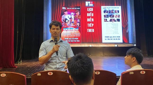 Thừa thắng xông lên, Nhà hát Kịch Việt Nam diễn tiếp 'Bệnh sĩ' và 'Điều còn lại' ảnh 1
