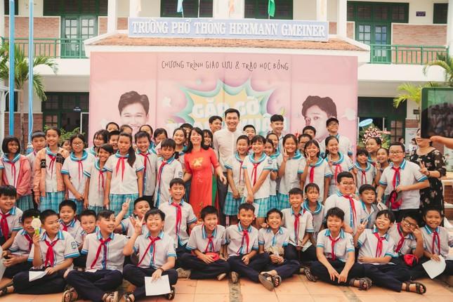Fan áo trắng bao vây cựu 'học sinh cá biệt' Xuân Nghị ảnh 3