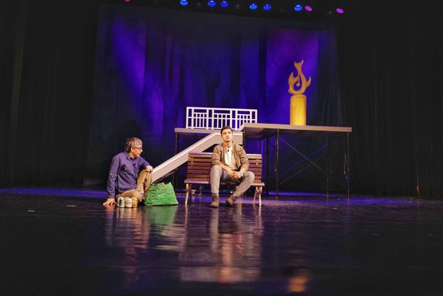 Nhà hát Tuổi trẻ hâm nóng sân khấu với vở hình sự 'Bộ cảnh phục' ảnh 2